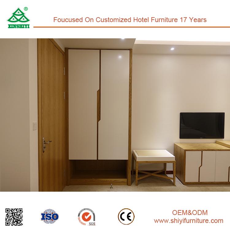 Fancy Bedroom Wardrobe Plywood Wall Almirah Designs: Bedroom Wall Almirah Designs