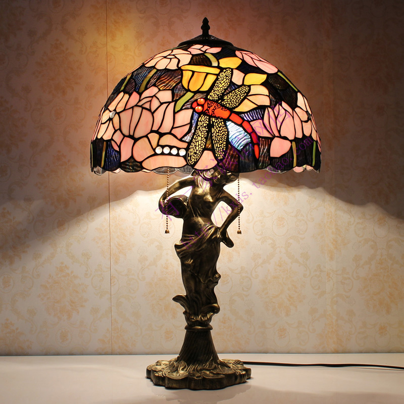 Living Room With Wooden End Table And Tiffany Lamp: European Style Tiffany Living Room Table Lamp Colorful