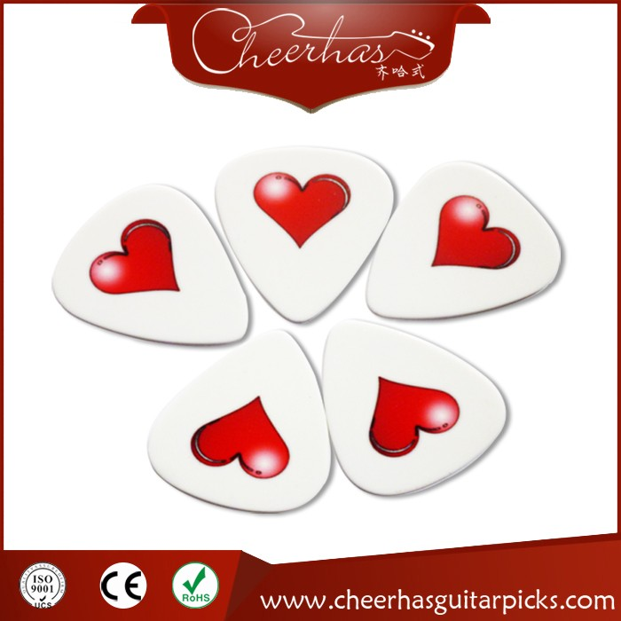 Heart-shaped derlin matte plastic guitar picks/plectrums include many designs
