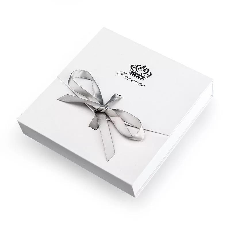 לבן דק מתנת אריזת קופסא