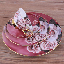 Tipi Di Fine Bone China Fiore di Rosa Oro europeo Dipinta <span class=keywords><strong>Cena</strong></span> <span class=keywords><strong>Set</strong></span> di Stoviglie In Porcellana <span class=keywords><strong>Set</strong></span> Di 8 PZ