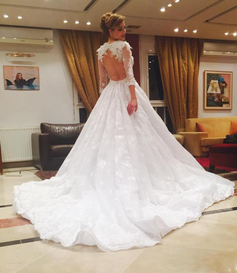 robe de mari e avec dentelle dans le dos id es et d 39 inspiration sur le mariage. Black Bedroom Furniture Sets. Home Design Ideas