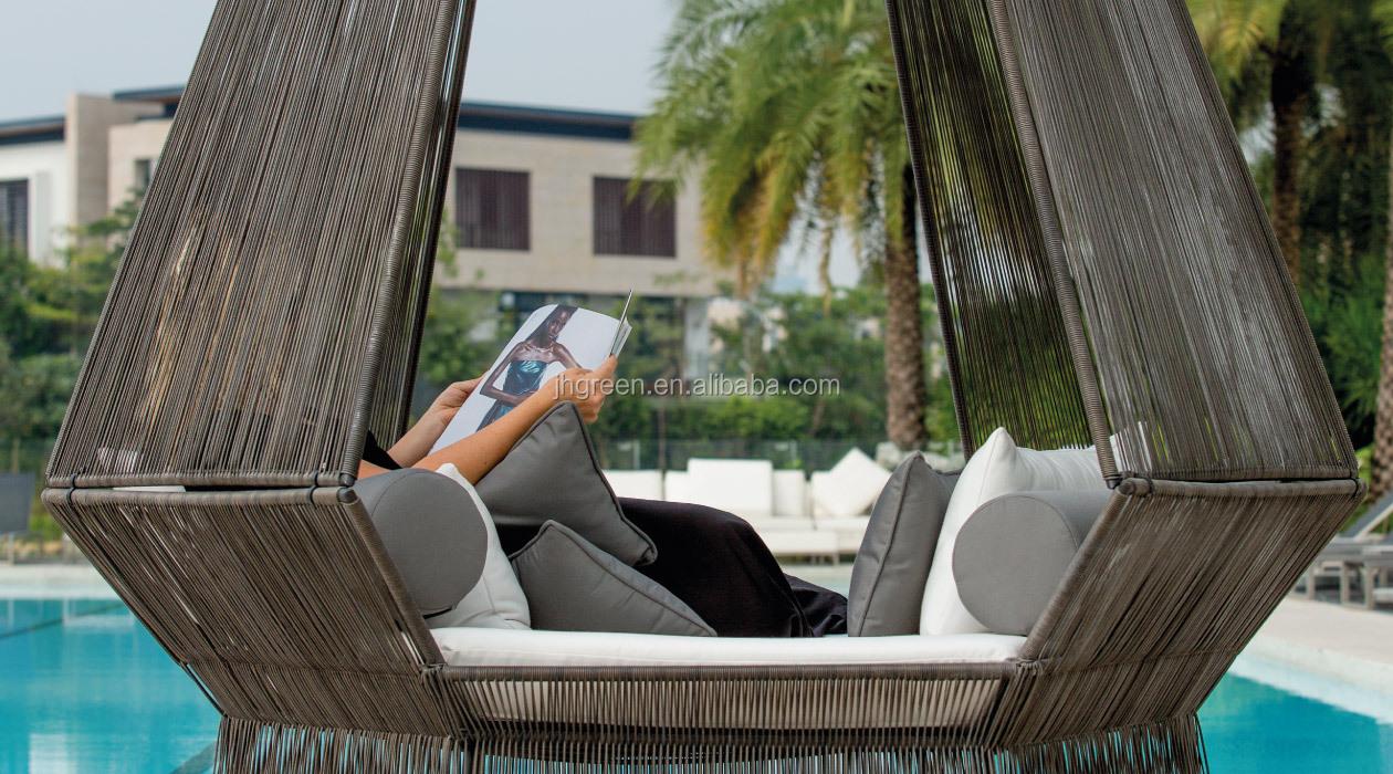 Green luxury me<em></em>tal f<em></em>rame garden outdoor swing