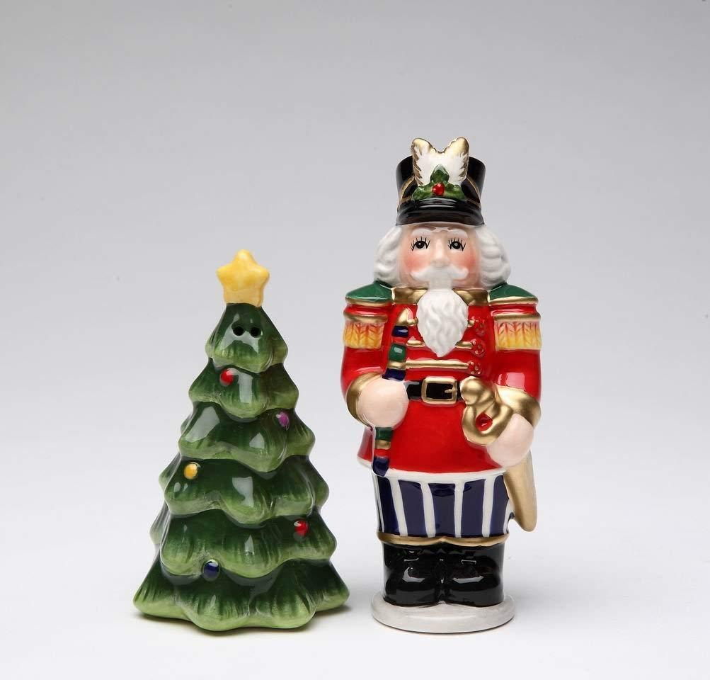Christmas Tree Ceramic Salt /& Pepper Shakers