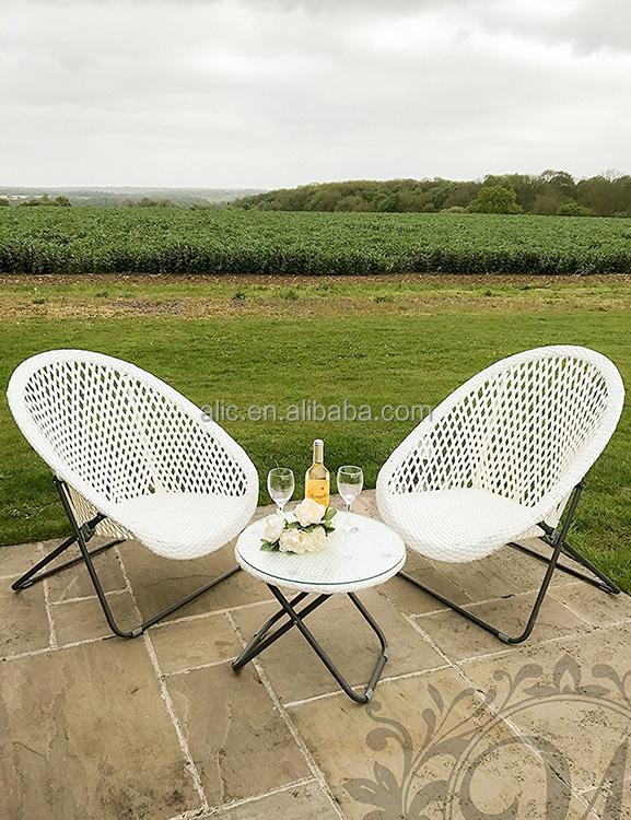 Made from synthetic rattan and metal frame