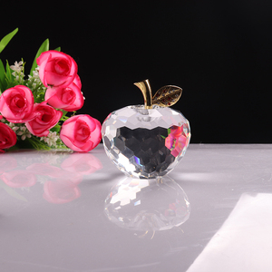 Fashionable Newly Custom Transparent Crystal Apple Paperweight For Mother's Day Gift Items