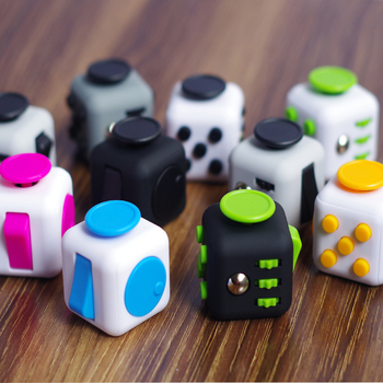 Wholesale Factory Price Retail Box Relieves Stress And Anxiety Fidget Cube For Children and Adults