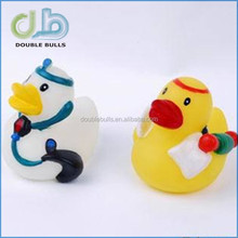 2015 hot sales cheap customized floating eco-friendly plastic duck in bath toy animal