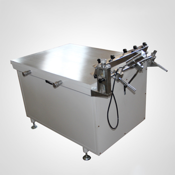 Manual vacuum table screen printing with precise suction