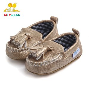 96966ee57 China Moccasin Shoes, China Moccasin Shoes Manufacturers and Suppliers on  Alibaba.com