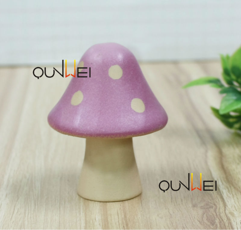 Casa de muñecas en miniatura 1:12th escala hongos