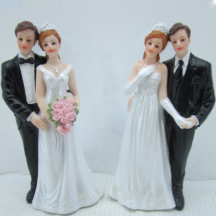 Love couple bride and groom figurines wedding couple doll