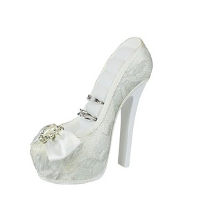 Romance beautiful generous bridal shoe ring holder