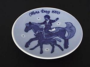 Vintage Norwegian Porcelain -- 1970 Porsgrund Mother's Day Plate -- New in original box!