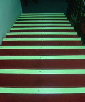 Glow In The Dark Stair Nosing With Anti Slip Carborundom