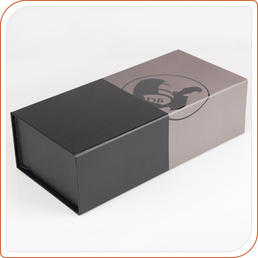 foldable black magnetic closure craft paper packaging box with uv spot