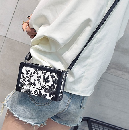 bea7b1da38 ladies Fashion Small Vintage Case Box Bags Wholesale Floral Printing Mini  Square Crossbody Bags