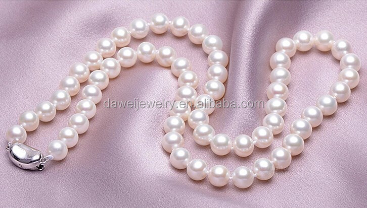 Round good quality freshwater pearls necklace for mother