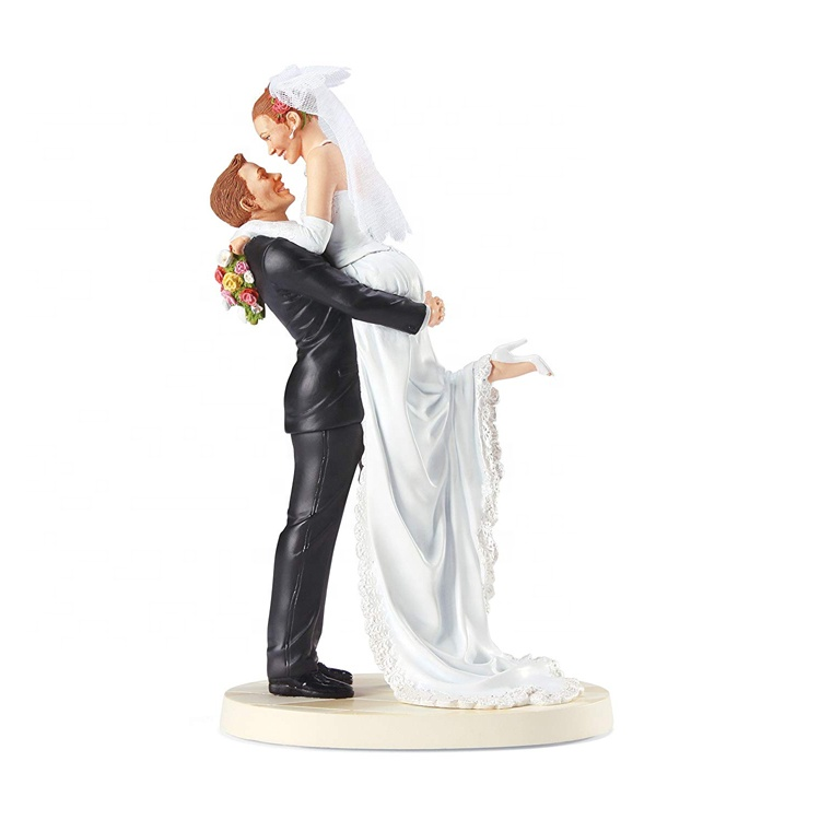 wedding-topper-with-redhead-bride