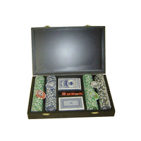 poker set and chips in wooden box 8841