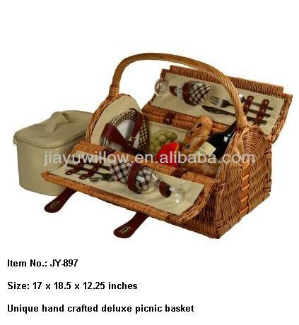 Traditional Wicker basket with cover For Picnic