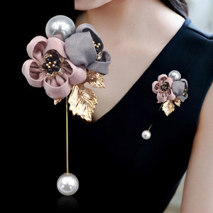 Wholesale ladies cloth pearl flower brooch pin jewelry brooches for dresses cardigan shirt shawl