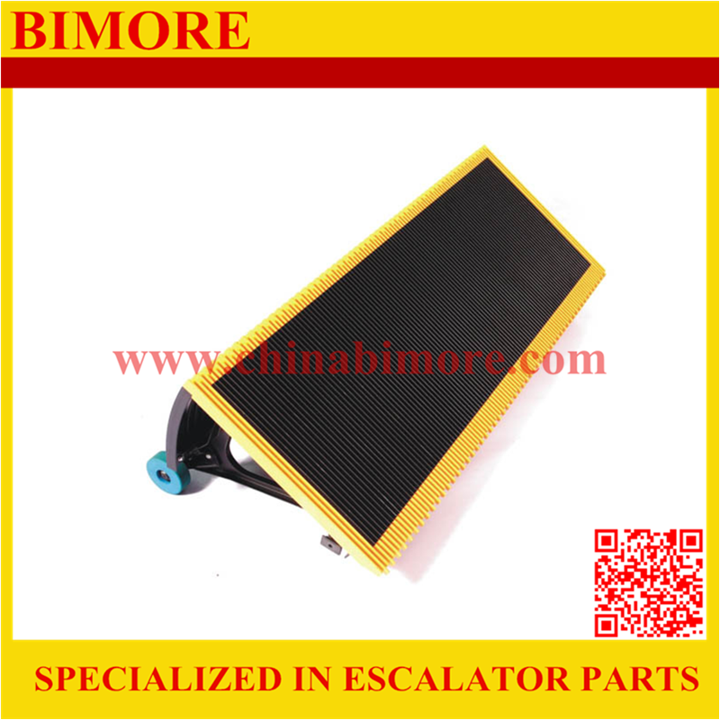 BIMORE J619101A000FTG4 Escalator stainless steel step with 4 sides yellow plastic demarcations