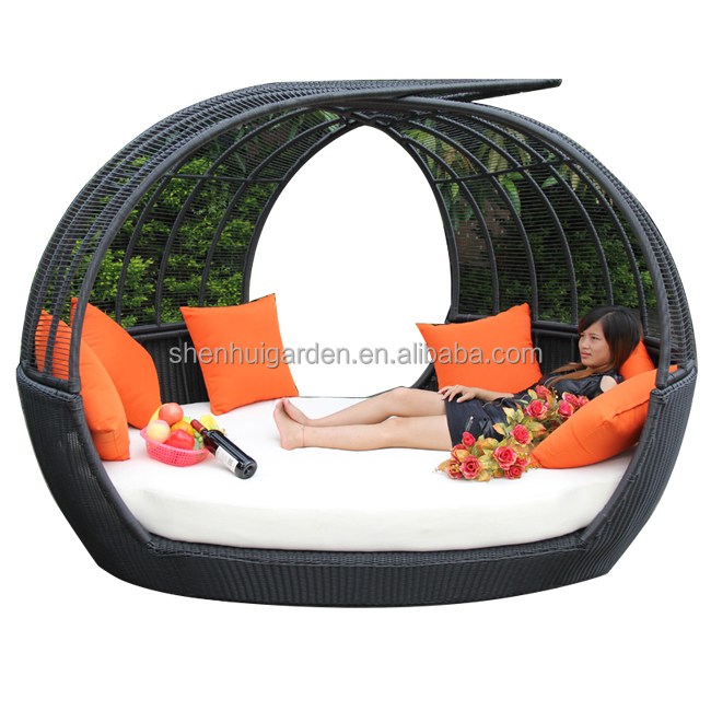 All Weather Black Wicker With White Waterproof Cushion Outdoor Furniture Round Sofa Rattan Daybed With Canopy