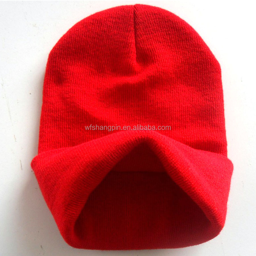 Вязаная шапочка в спортивном стиле