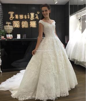 Gaya Baru Manik Manik Gading Gaun Pengantin Dengan Ekor Panjang Gaun