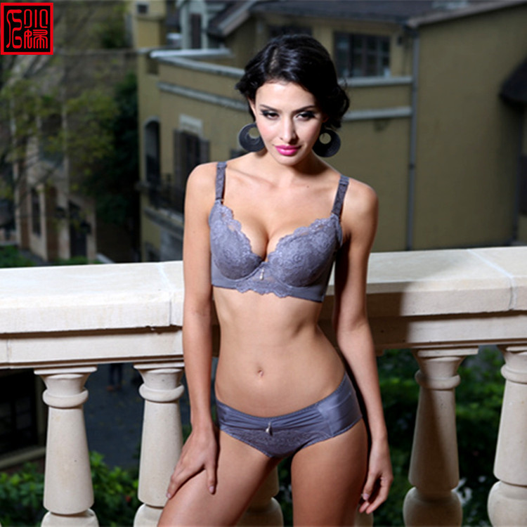 Free pics of mature lingerie #5