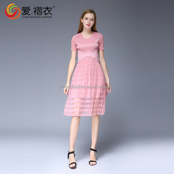 European Hot Delling Lady Clothing Short Lace Sleeve Pleated Dress