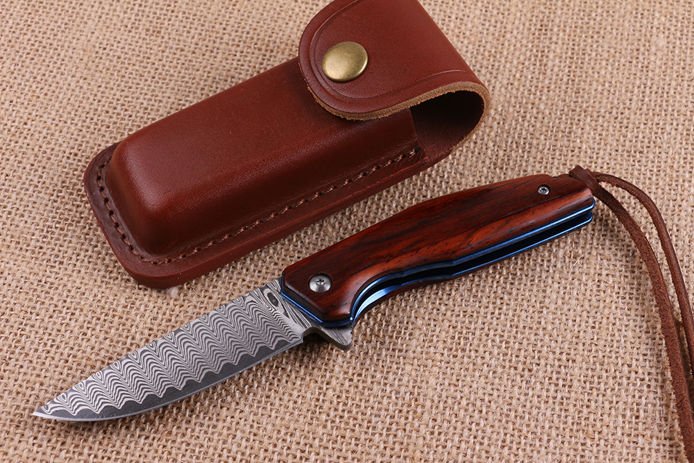 High quality folding pocket knife with Damascus steel blade and red sandal wood handle