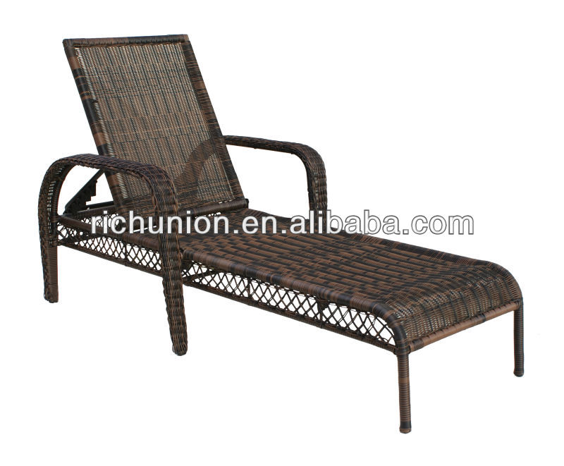 Outdoor Wicker Chase Lounge Chair