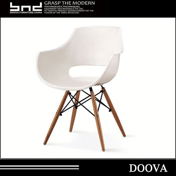 2017 new design cheap white colorful plastic dining chair with wooden legs chair