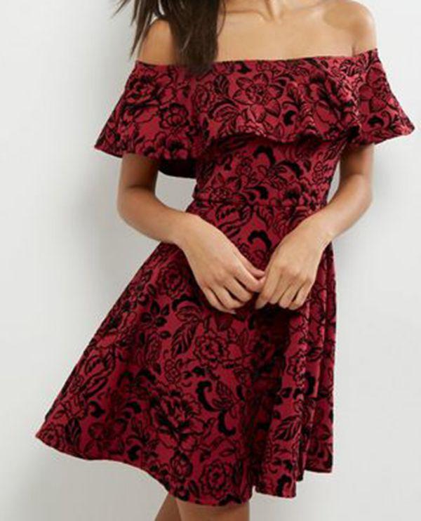 Женщины в платьях онлайн