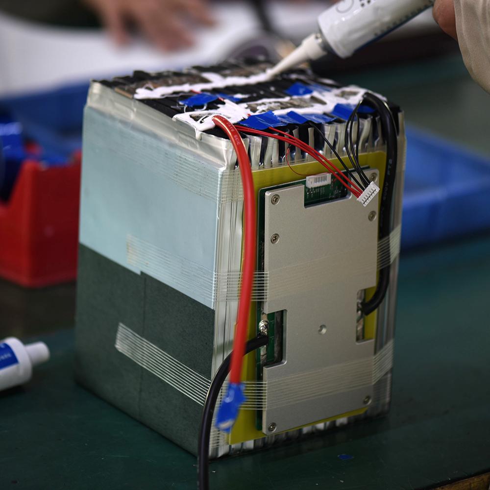 100ah/150ah/200ah/300ah Capacità Nominale e 260*172*225 millimetri Dimensione di litio 12v 100ah batteria