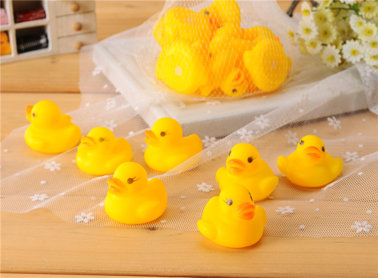 Wholesales 100pcs lot 4x4cm Cute Baby Girl Boy Bath Bathing Classic Toys Rubber Race Squeaky Ducks