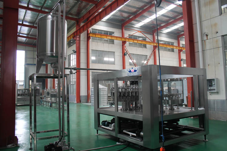 2017 high quality Monobloc 3 in 1 fruit juice bottling equipment for PET bottle-screw cap