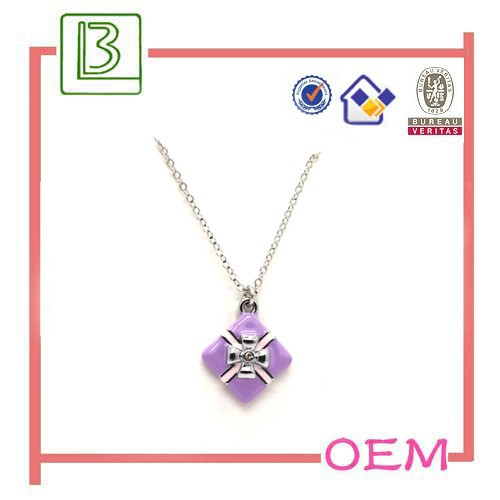 Gift package shape pendant necklace