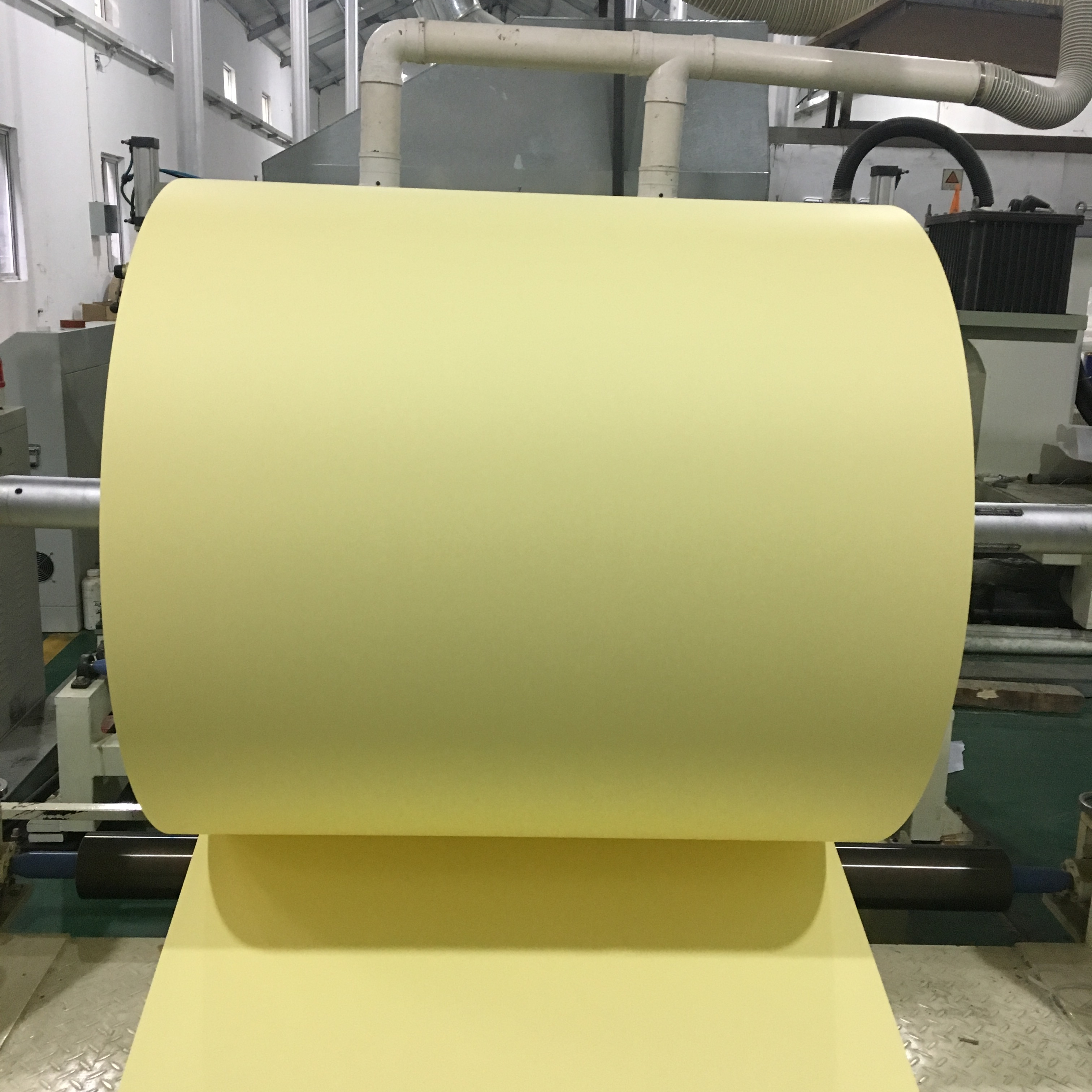China Fabrikant Geel/Wit Siliconen Gecoat Release Papier Rolls