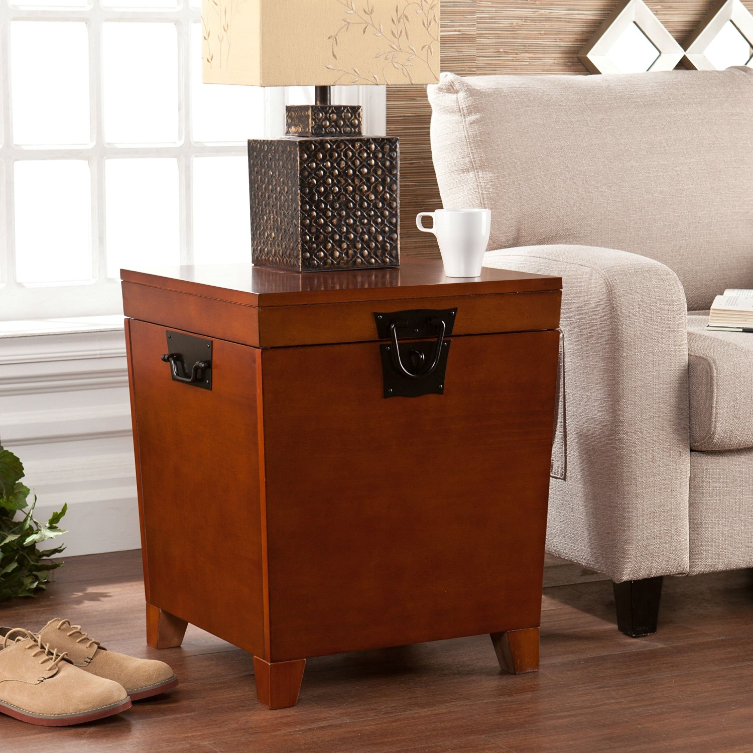 This Living Room End Table is made from Natural Brown Oak Wood. Perfect Trunk Accent Furniture Piece for bedroom or Living room Area next to sofa as Ottoman, Coffee Table, Chest or Storage Bench Box