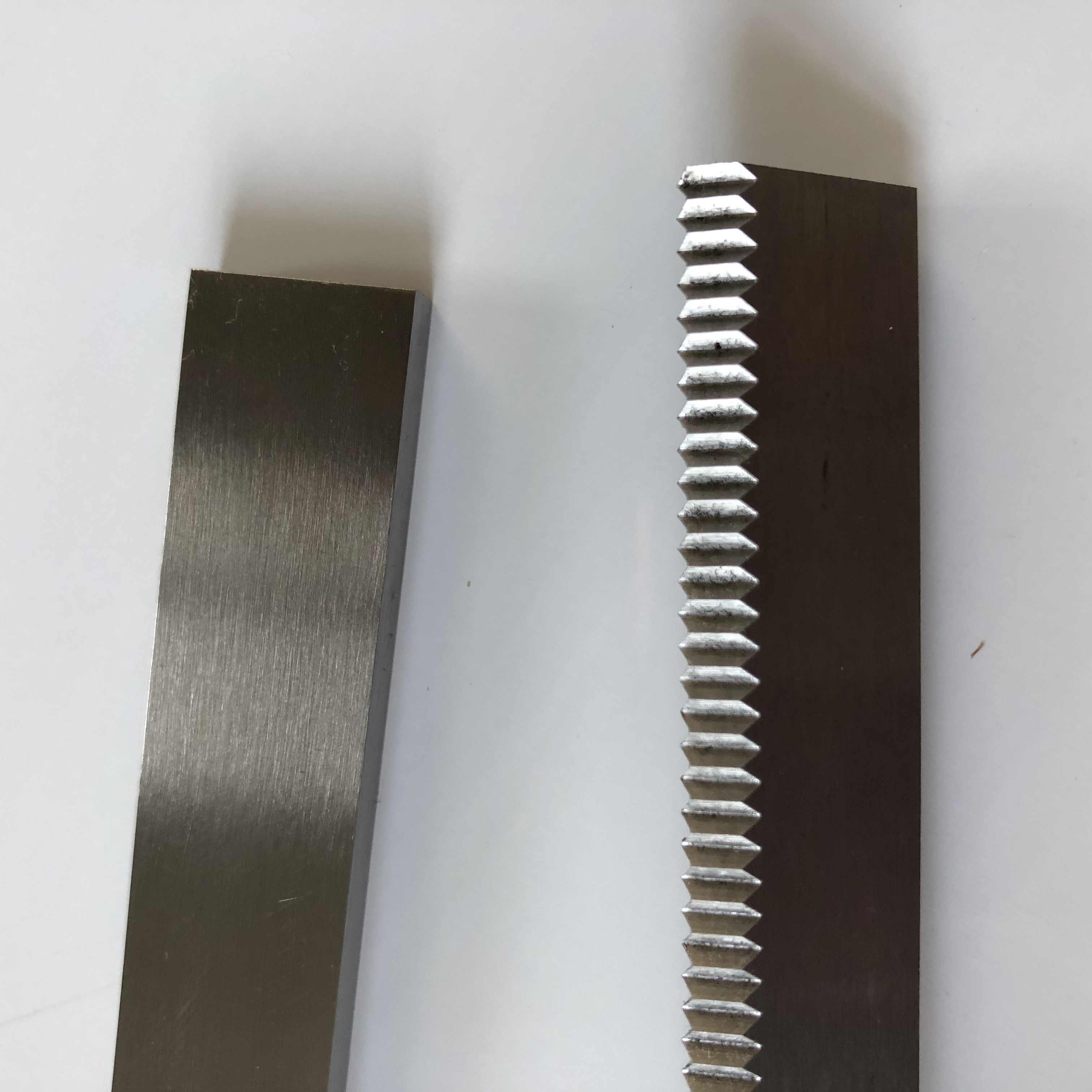 Anvil Cutting Knife Zigzag Blade Knife for Candy Machine
