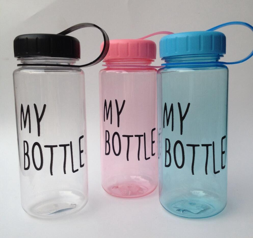Wholesale Customized 500ML Plastic Transparent Water Bottle With Solid Colored Strap And Lid