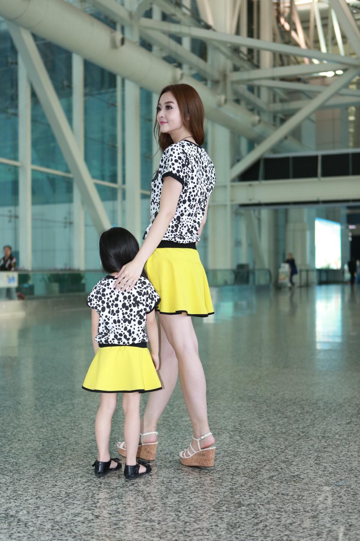 Семьи комплект матери-дочери наряды летом мода с коротким рукавом минни характер напечатаны футболки юбка комплектов одежды