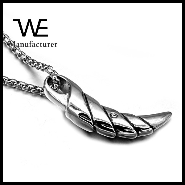 European Styles Mens 316L Stainless Steel Engraved Wolf Tooth Crescent Pendant Jewelry