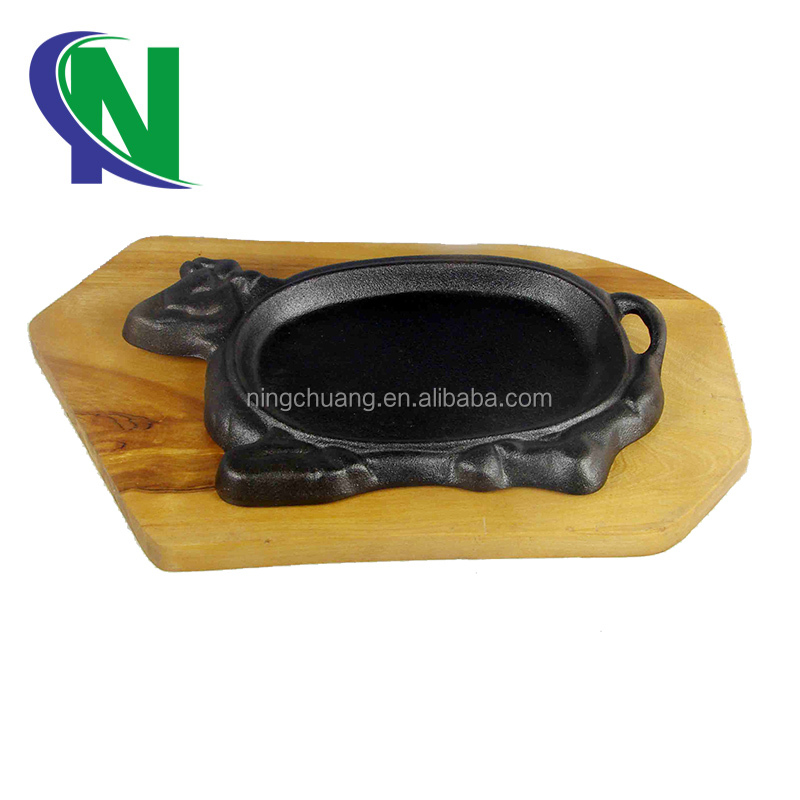 cast iron cookware tableware hot plate cow sizzling plate with wooden base