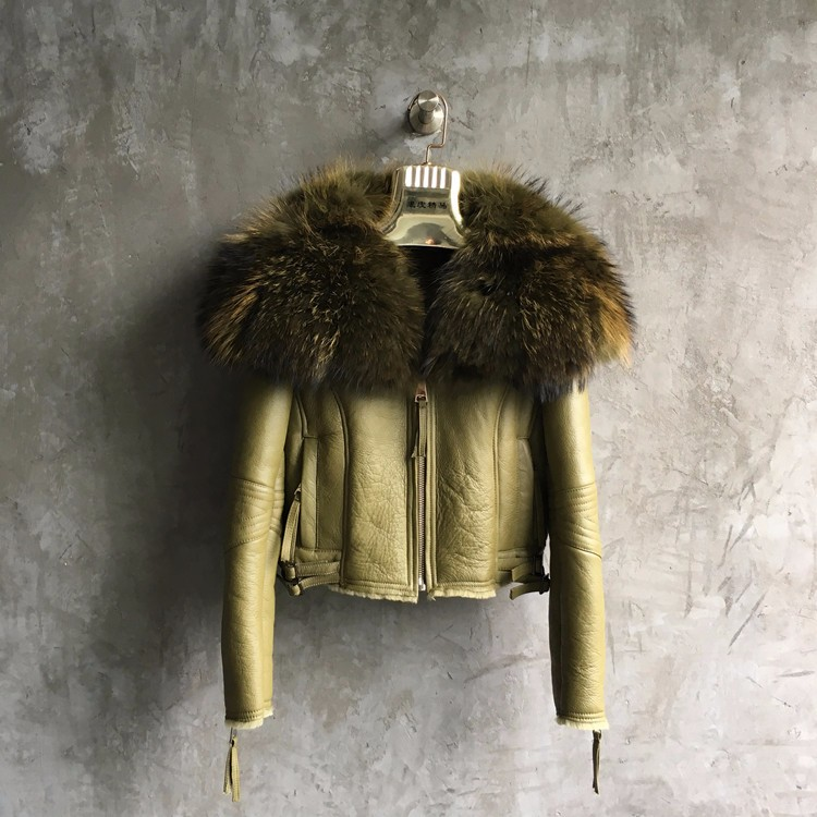 Ladies Winter Warm Karakul Sheep Skin Fur with Raccoon Fur Collar Jacket
