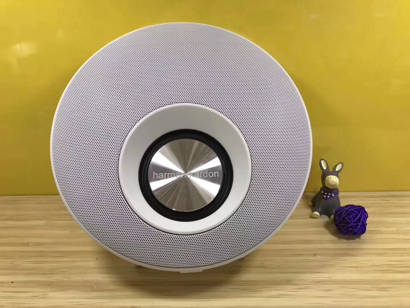 Soomes high quality round super bass woofer portable bluetooth speaker