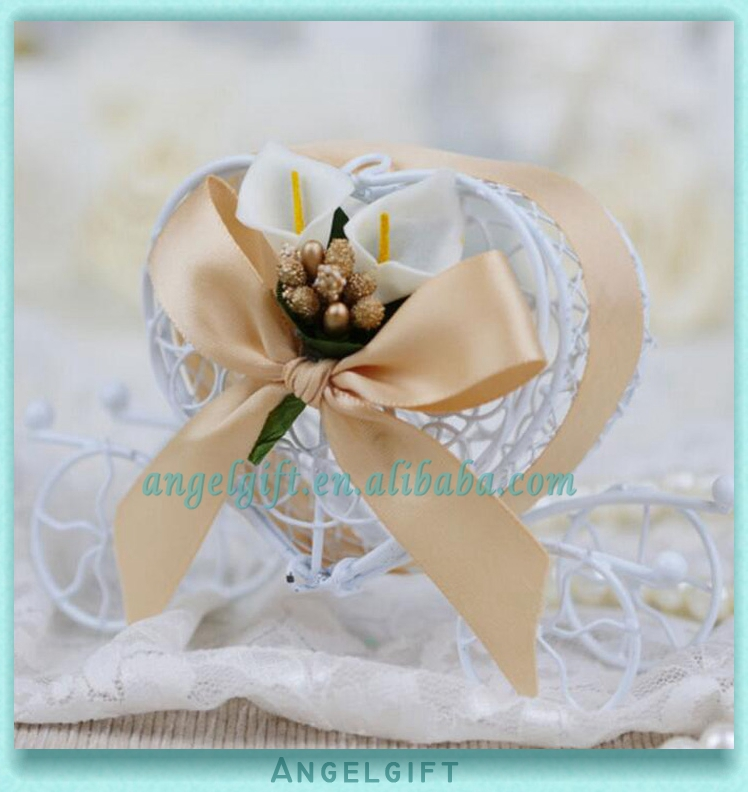 Wedding Favors Heart Gold Ribbon Gold Butterfly Ribbon White Flower Metal Carriage Chocolate Box